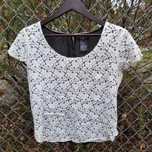 Aritzia Talula white lace blouse tshirt crop M